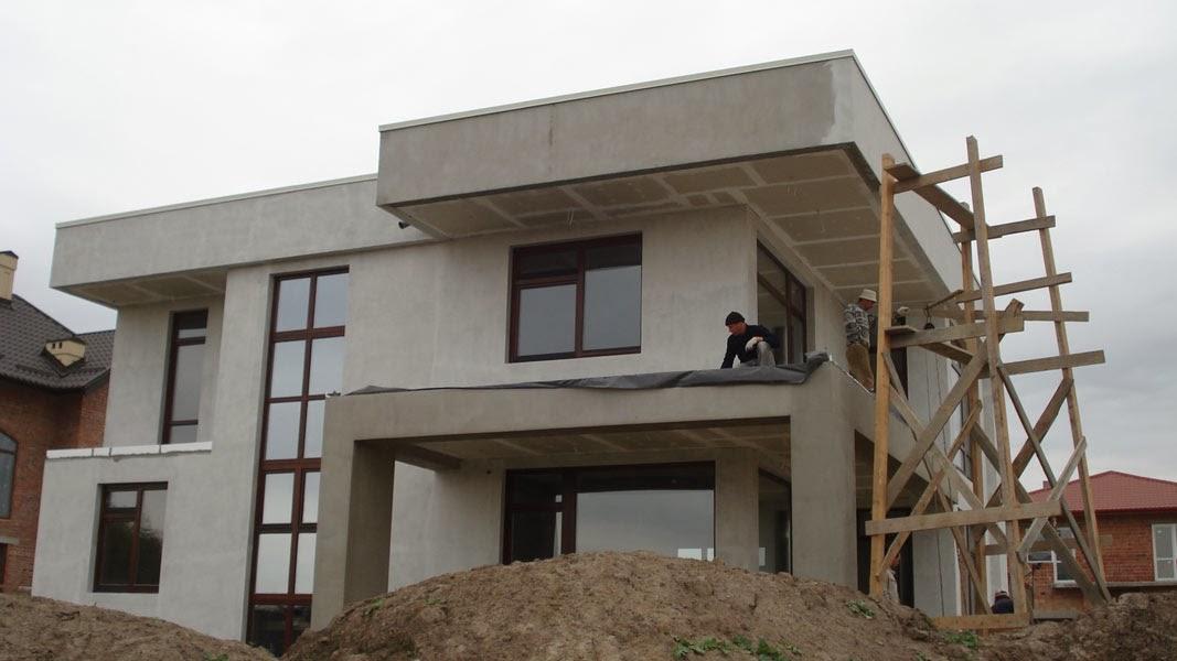 Західний фасад нагадує старий добрий конструктивізм.