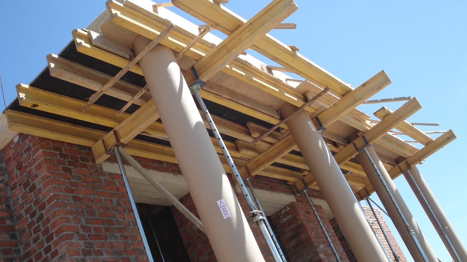 Опалубка колон і перекриття під головним фронтоном.
