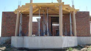 Опалубка колон і перекриття над терасою.