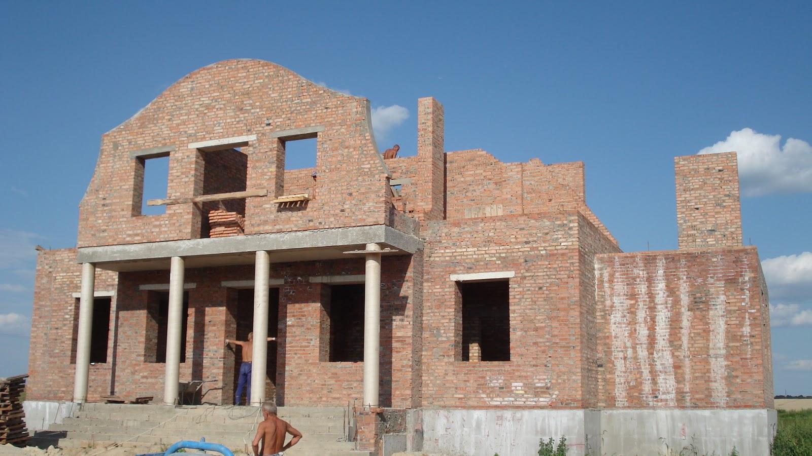 Вигляд на головний фасад з південного-заходу.