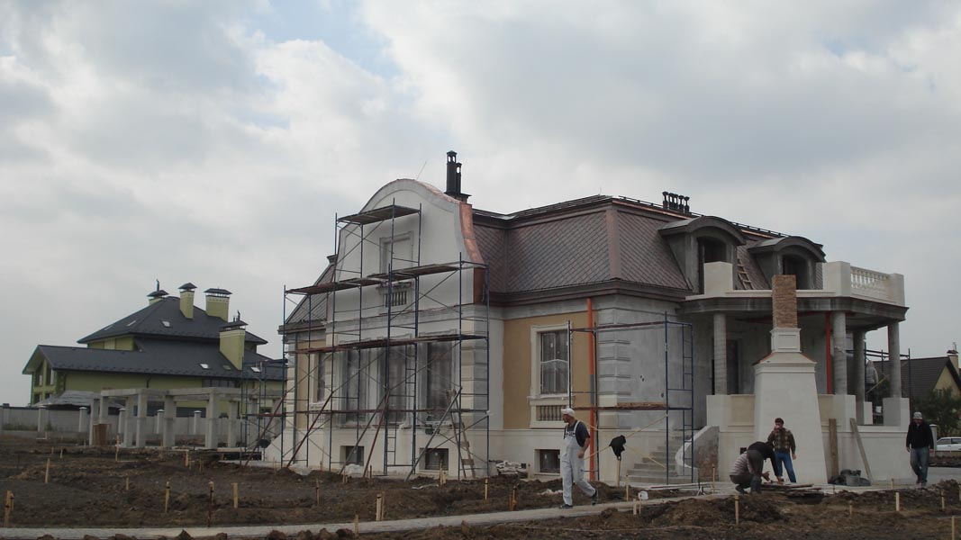 Вигляд з північного-сходу. Вікна з вітальні та спальні виходять на схід.
